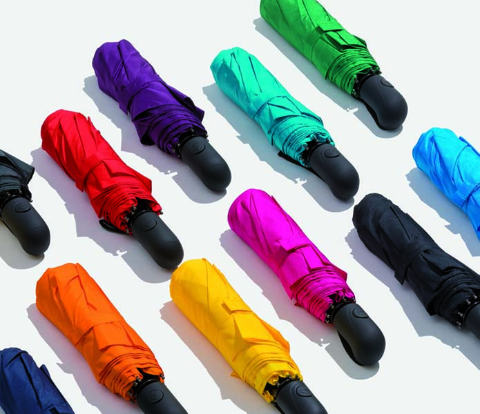 värikkäät sateenvarjot